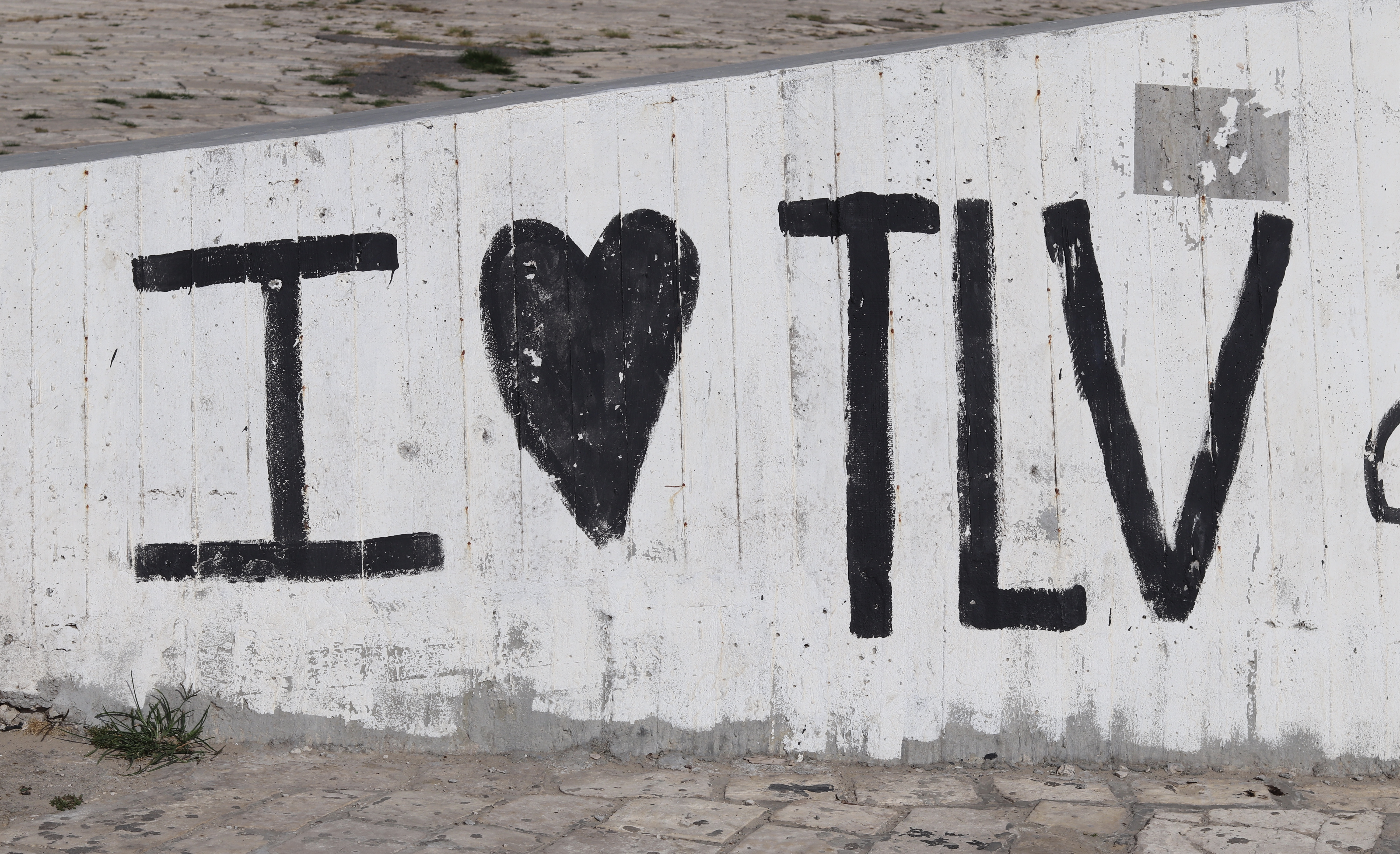 I HEART TLV Graffiti