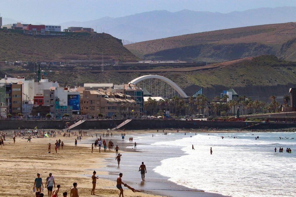 Playa de las Canteras in Las Palmas.