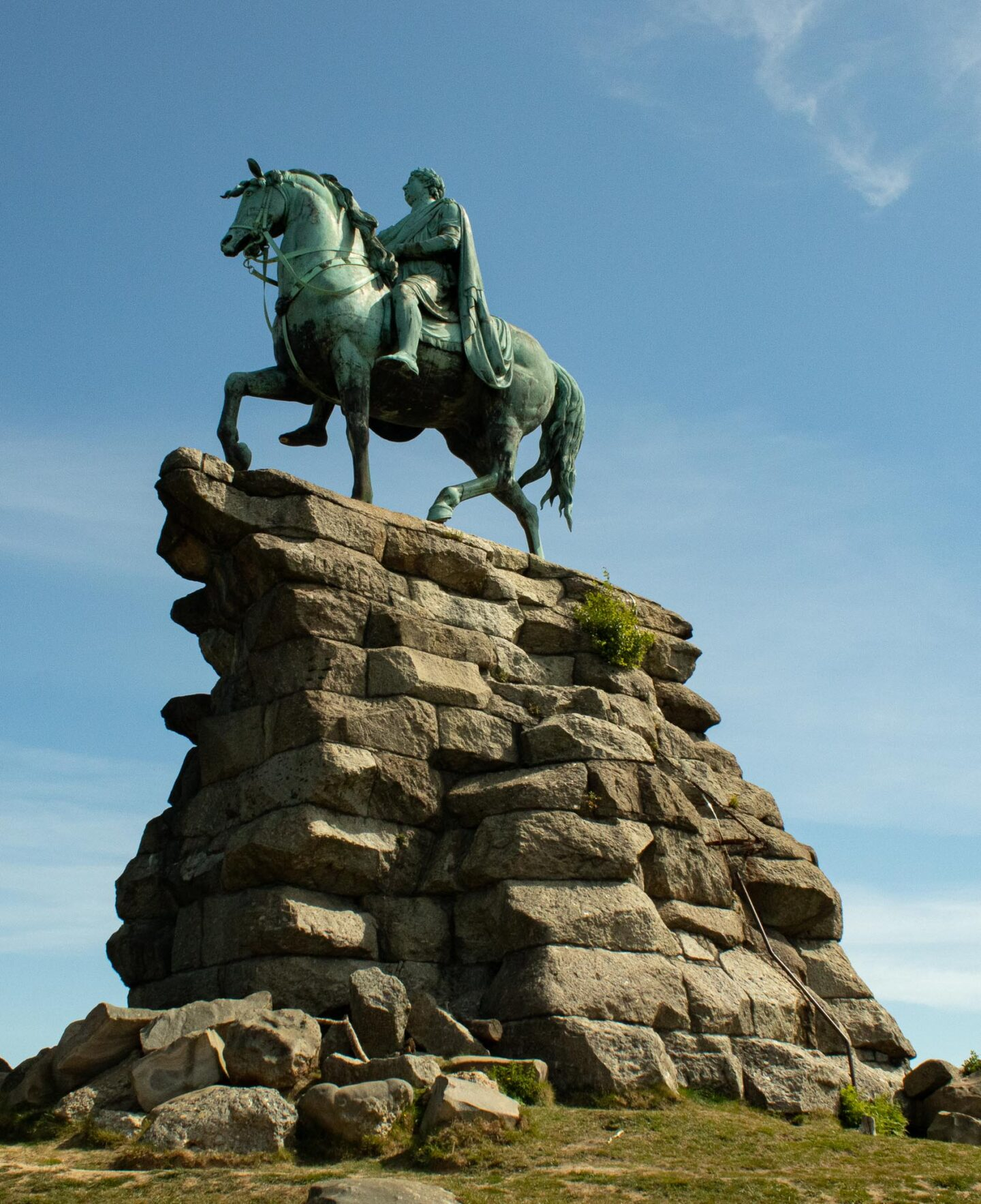 A closer view of the statue on Snow Hill.